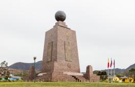 Quito (env.), Mitad del Mundo (monument)