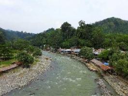 Ile de Sumatra, Bukit Lawang (village)