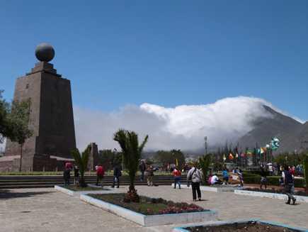 Mitad del Mundo (monument)