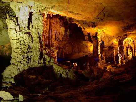 Kong Lor (grotte)